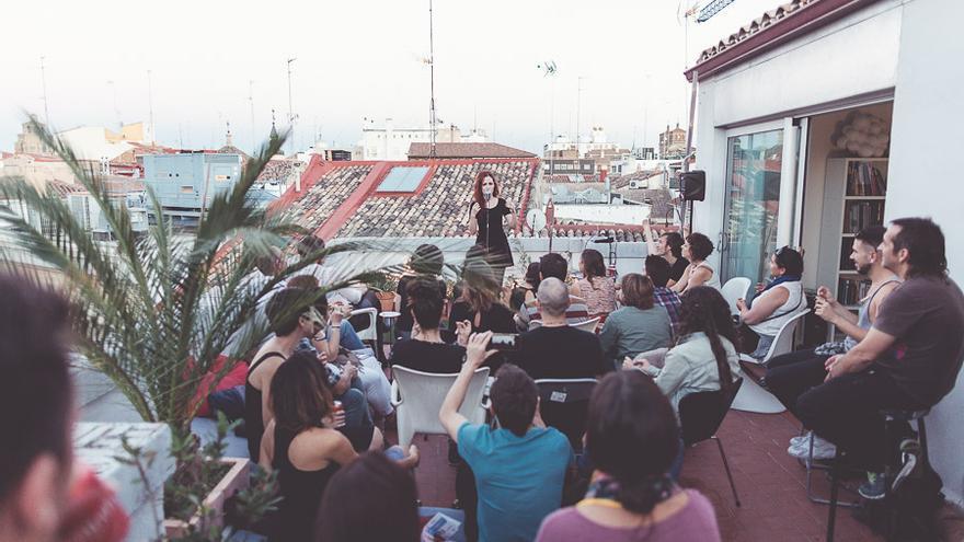 Actuación de Silvia Solans. Foto: Chabi Fotografía.