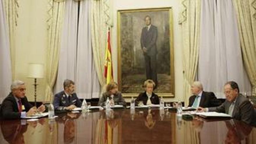 """Moratinos: """"El Gobierno trabaja explorando todas las vías jurídicas"""""""
