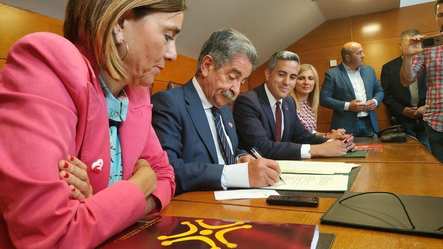 PRC y PSOE reeditarán el bipartito en el Gobierno de Cantabria.