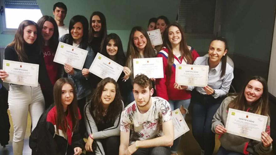 """Jóvenes que informan a jóvenes: el asesoramiento """"entre iguales"""" sobre empleo, ocio y participación"""
