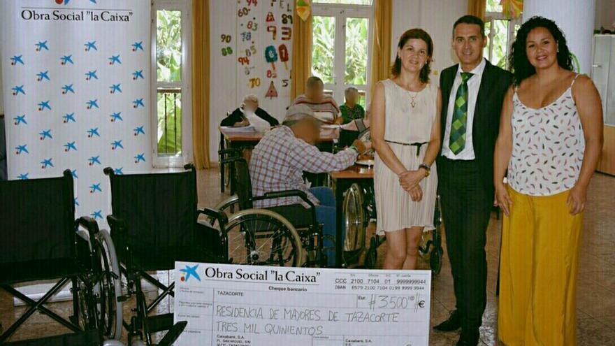 En la imagen, acto de entrega del talón de 3.500 euros.
