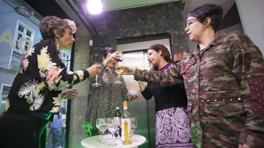 Actrices durante la representación que ideó el Círculo de Bellas Artes, horas antes del inicio de la manifestación