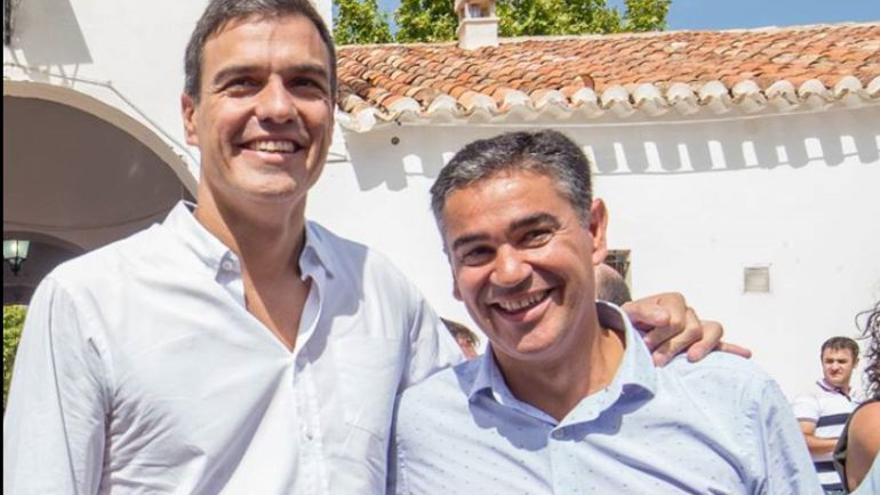 Manuel González Ramos con Pedro Sánchez / Facebook