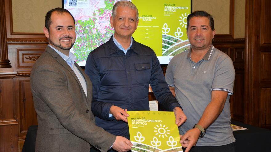 Francisco Linares (centro), alcalde de La Orotava, en la presentación realizada este martes