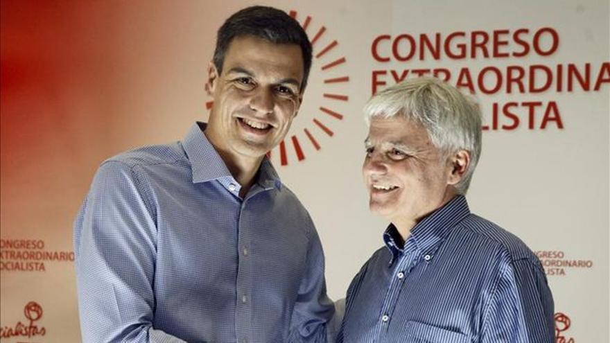 Pedro Sánchez y José Miguel Pérez, en el congreso extraordinario.