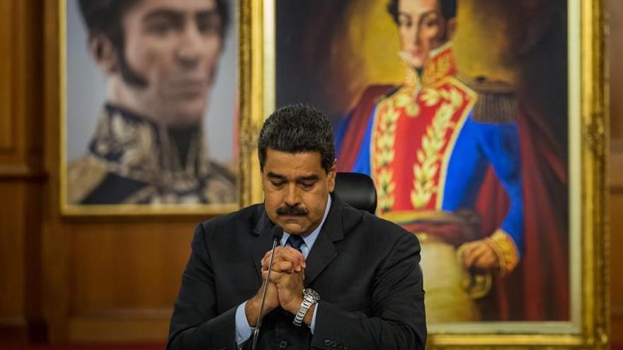 Maduro dice respaldar su criptomoneda con 5 mil millones de barriles de crudo