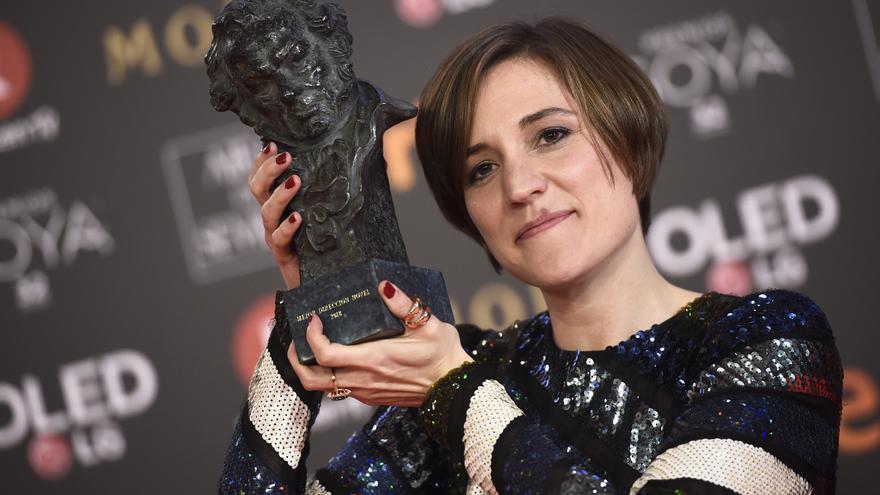 Carla Simón, con el Goya a Mejor Dirección Novel. Foto: GTres