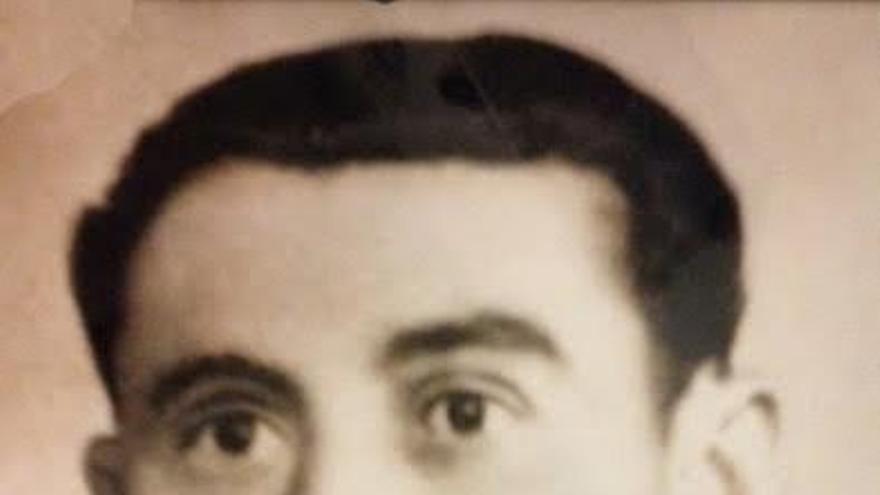 Eugenio Sánchez Rivera con su uniforme del Ejército republicano