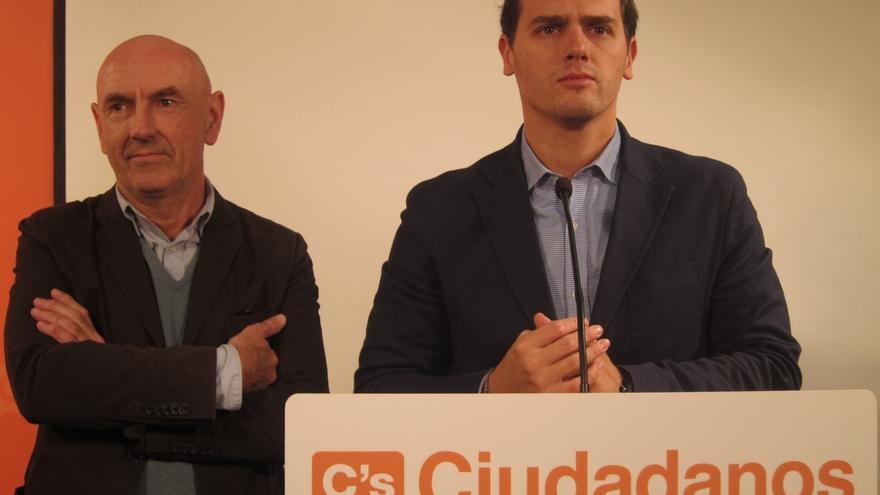 """Rivera (C's) acusa a Rajoy de no gobernar y dice sentirse """"desamparado"""""""