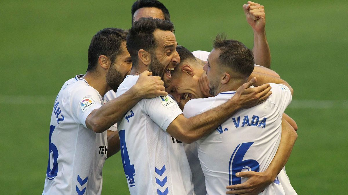 Aitor Sanz, Folch, Carlos Ruiz y Vada celebran con Álex Muñoz uno de sus goles al Albacete