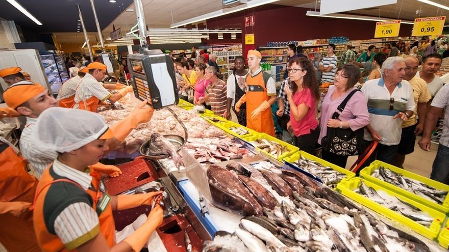 El Supremo confirma la improcedencia del despido de una empleada de un supermercado que regaló una pescadilla