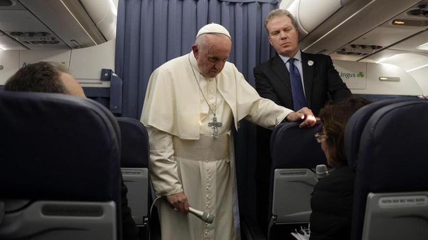 El Papa, durante su rueda de prensa de regreso de su viaje a Irlanda