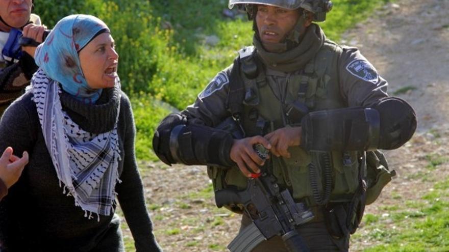 Los residentes de la aldea de Nabi Saleh, con el apoyo de otros activistas palestinos, israelíes e internacionales, llevan a cabo manifestaciones no violentas semanales para exigir el fin de la ocupación israelí y sus políticas asociadas de expansión © Tamimi Press