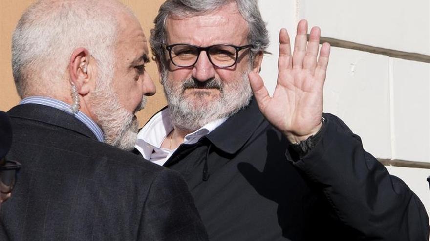 El presidente de Apulia reta a Renzi y se presentará para liderar el PD