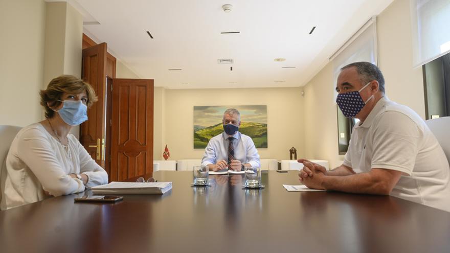 """Euskadi confirma que está en una """"segunda ola"""" del virus con un récord de positivos y prepara los hospitales para un pico de ingresos """"en ocho o diez días"""""""