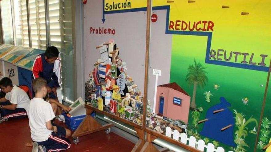 Escolares en el aula ambiental del Complejo Insular de Arico