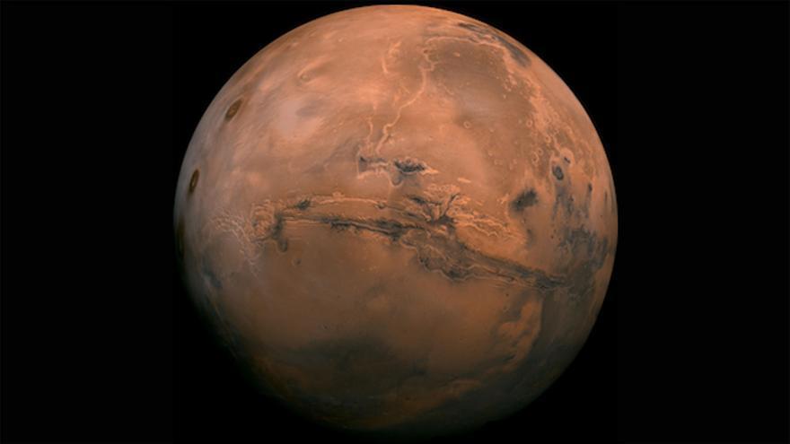 La superficie de Marte con los grandes cañones de los Valles Marineris