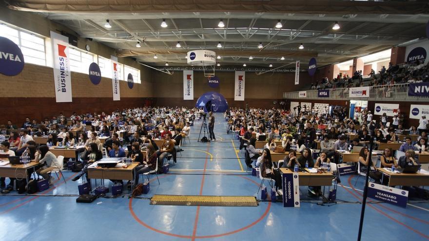Más de 180 estudiantes de Navarra participan en un programa educativo para dirigir su propia empresa en Internet
