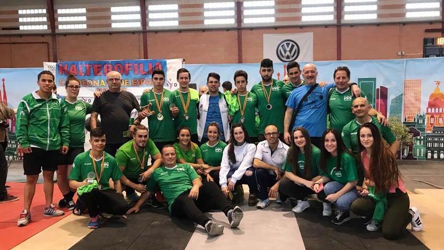 Los equipos júnior de Andalucía posan en Gandía tras proclamarse campeones de España en hombres y mujeres