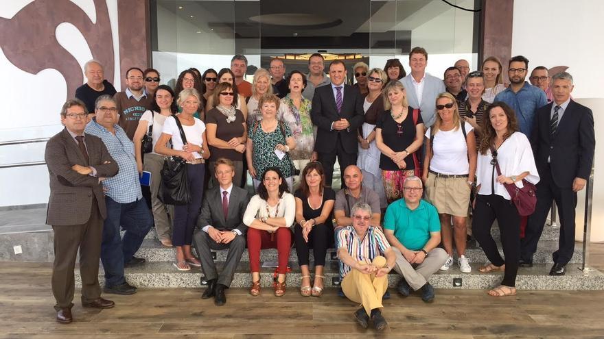 Directivos de RIU con el grupo de periodistas que recorrieron los hoteles