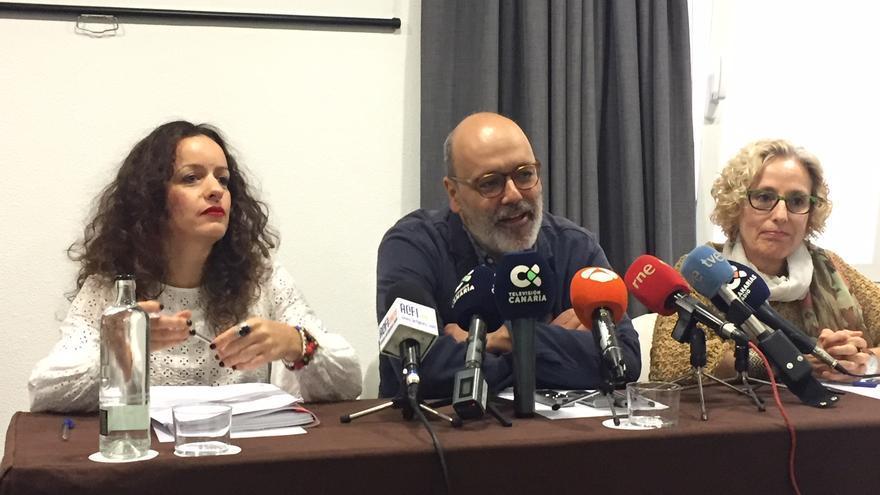 El exvicepresidente del Cabildo de Gran Canaria Juan Manuel Brito, junto a la todavía consejera María Nebot (derecha).