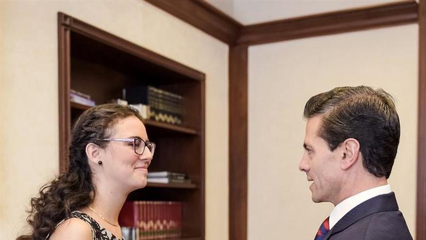 La ganadora de la Olimpiada de Matemáticas se reúne con el presidente de México