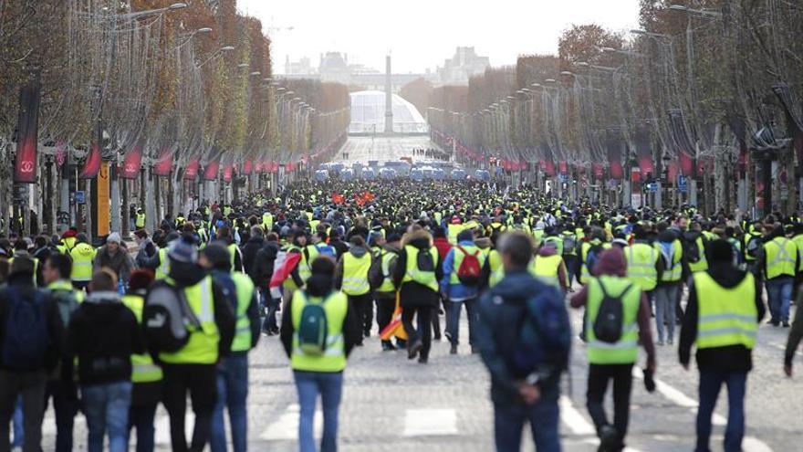 Trump atribuye las protestas de París a las medidas contra el cambio climático