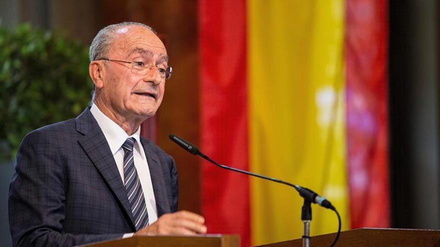 El alcalde de Málaga rechaza la lucha entre ciudades para captar empresas catalanas