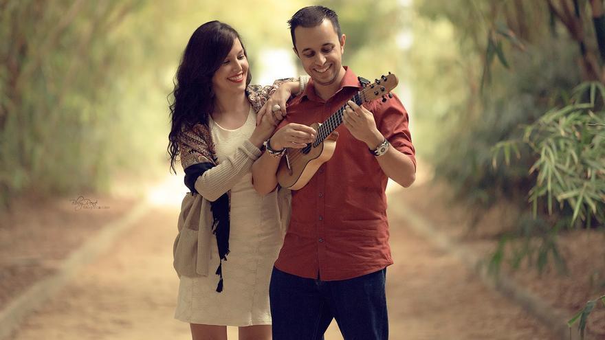 El timplista tinerfeño Beselch Rodríguez y la cantante herreña Claudia Álamo.