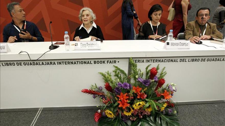 Ayotzinapa se escucha fuerte en la FIL gracias a los libros testigos de la tragedia