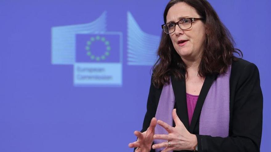 """La comisaria europea de Comercio pide """"paciencia"""" para aclarar las futuras relaciones R.Unido-UE"""