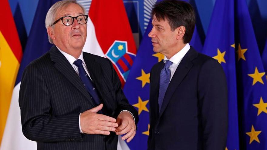El presidente de la Comisión Europea, Jean-Claude Juncker, y el primer ministro italiano, Giuseppe Conte.