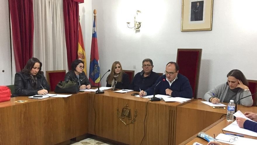 Cebreros (Ávila) nombra hijo predilecto a Adolfo Suárez e hija adoptiva a su esposa