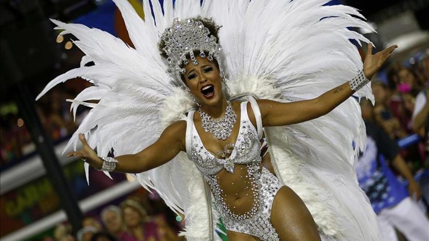 Decenas de miles de personas bajan el telón del Carnaval de Río