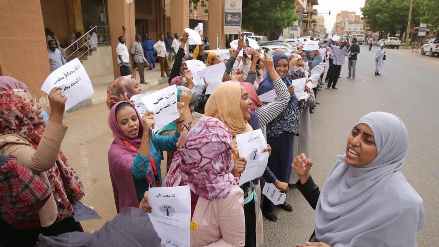 Mujeres sudanesas durante la huelga general convocada por la coalición opositora.