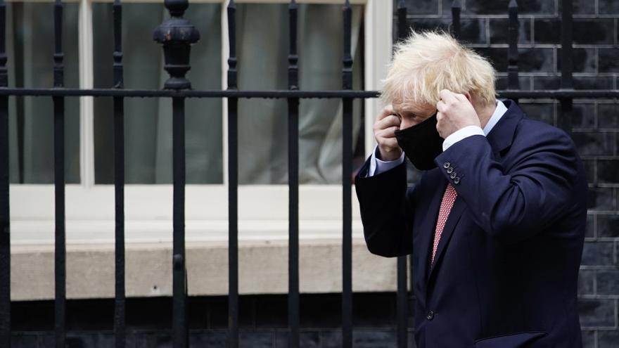 Johnson anunciará el lunes más restricciones para contener el coronavirus