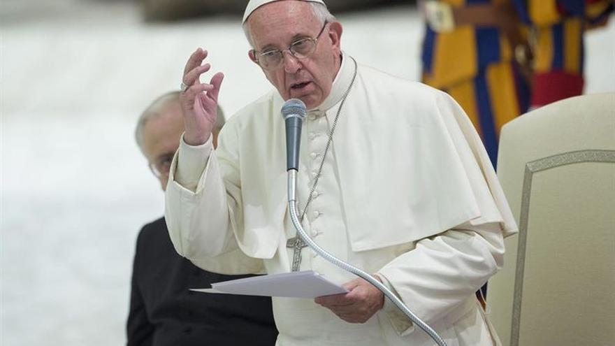 El papa se solidariza con las víctimas del atentado de Niza y con el pueblo francés