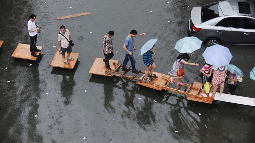 Tormentas e inundaciones en China afectan al transporte y la red eléctrica