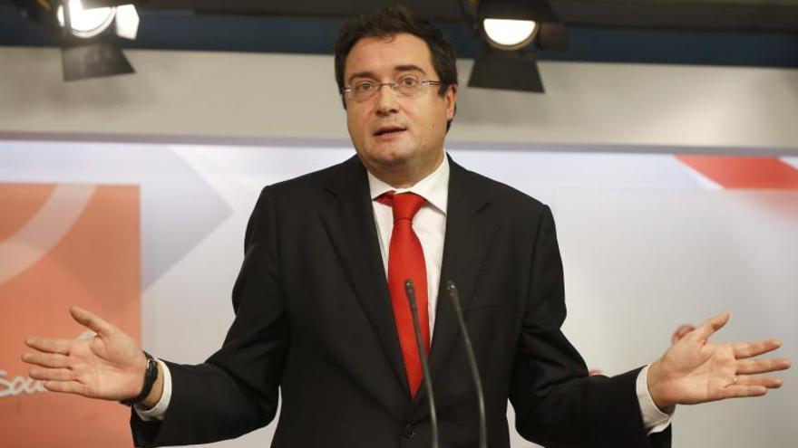 Óscar López pide explicaciones a Cospedal sobre los contratos de su marido