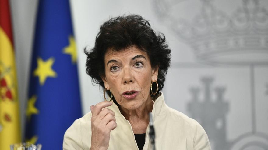 La ministra de Educación, Isabel Celaá, en una rueda de prensa