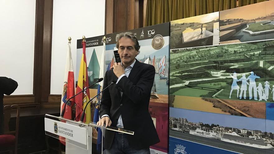 """De la Serna ya está analizando la """"larga lista"""" de asuntos """"urgentes"""" en Fomento"""