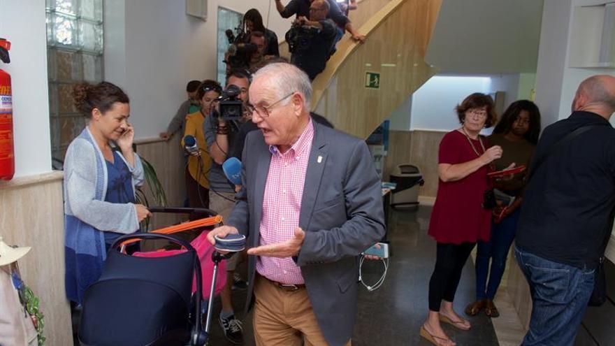 Domingo Gónzalez Arroyo, en el interior del Ayuntamiento de La Oliva