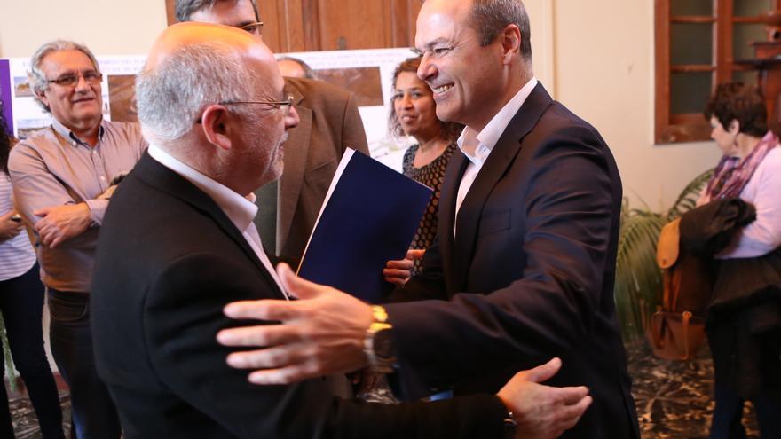 Antonio Morales y Augusto Hidalgo en el homenaje a los '14 claveles rojos' de San Lorenzo