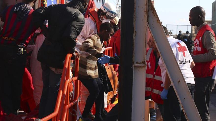 Buscan una patera con 8 inmigrantes cerca de la costa de Ceuta