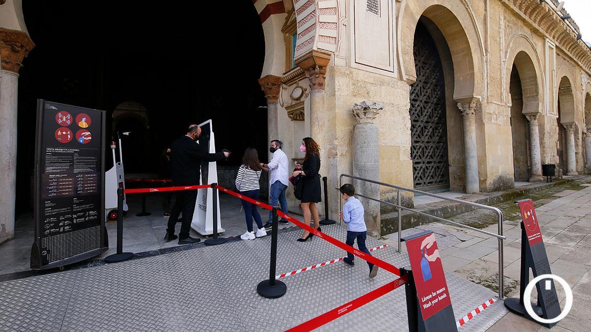 Visitantes en la Mezquita-Catedral.