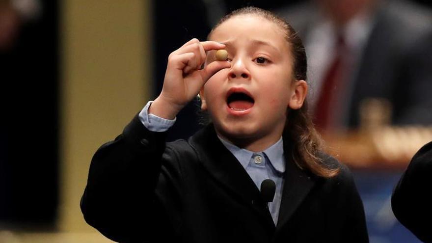 Aya, la niña que ha desatado la locura en el sorteo de la Lotería de Navidad