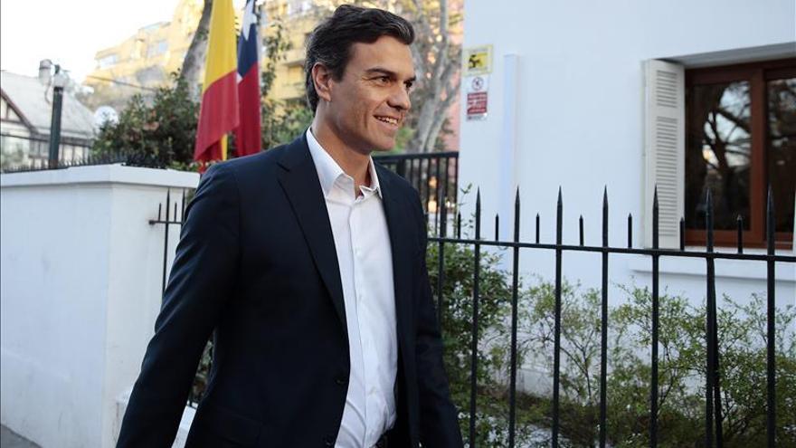 Líder del PSOE cierra una gira por Latinoamérica con una reunión empresarial en Chile