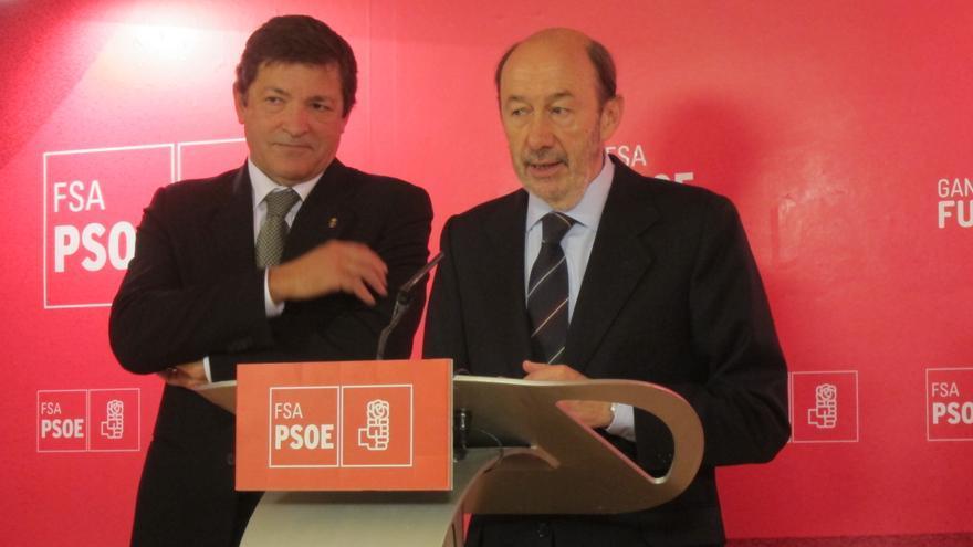 """Rubalcaba pide a Rajoy reunir al CPFF para poner de acuerdo a las CCAA """"en vez de dejar que se enzarcen unas con otras"""""""