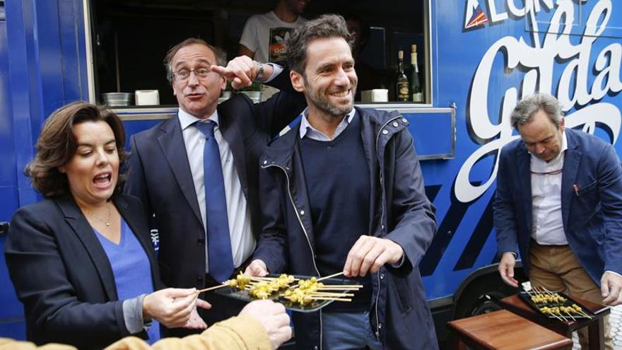 """Sáenz de Santamaría acude a Galicia a """"echar una mano"""" a Feijóo"""