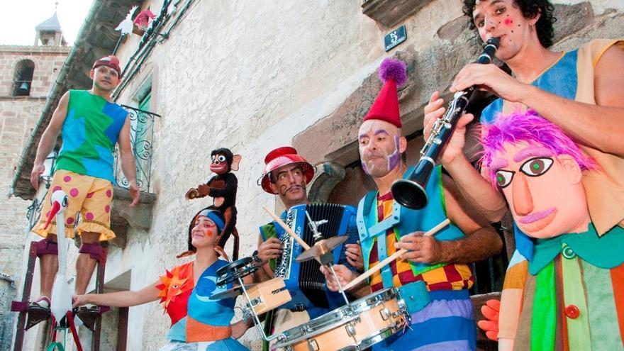 Los Titiriteros de Binefar y sus 'moñacos' cerrarán este viernes el ciclo de 'Teatro de calle'